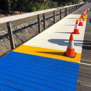 Bridge line markings