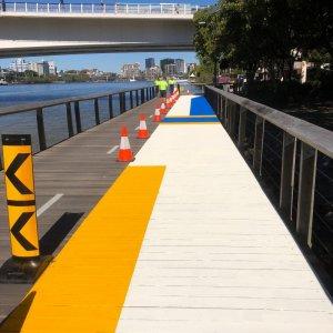 Line markings for bridges