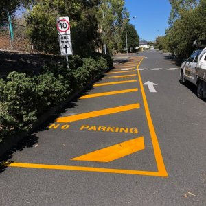 no parking marking lines